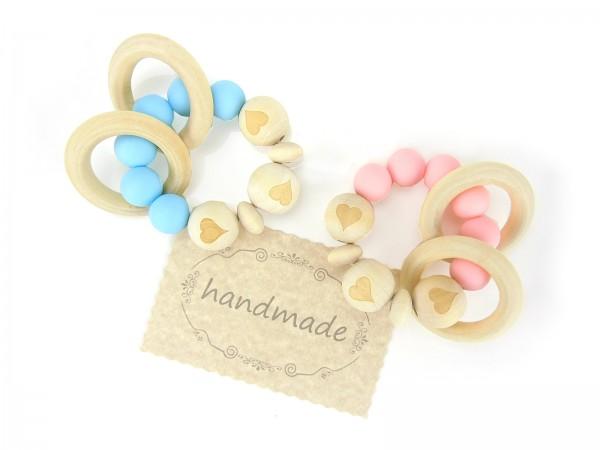 Greifling Love mit Herzen, Holzkugeln, Silikonperlen und Ringe